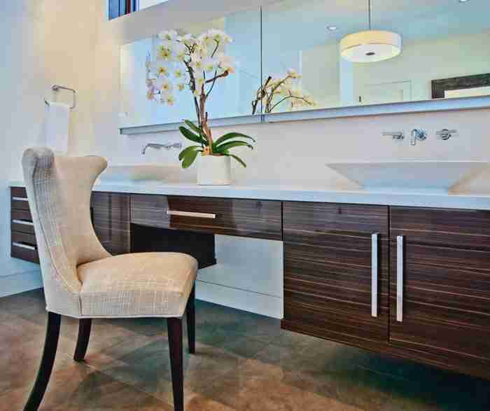 UltraCraft Cabinetry Contemporary Thermofoil Palermo Bathroom