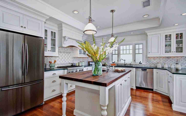 Starmark Cabinetry White Kitchen Cabinets